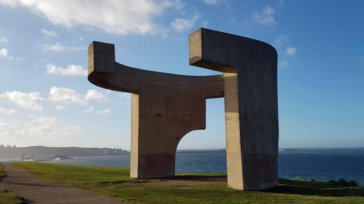 """""""Elogio del Horizonte"""" dell'artista basco Eduardo Chillida, simbolo di Gijon"""