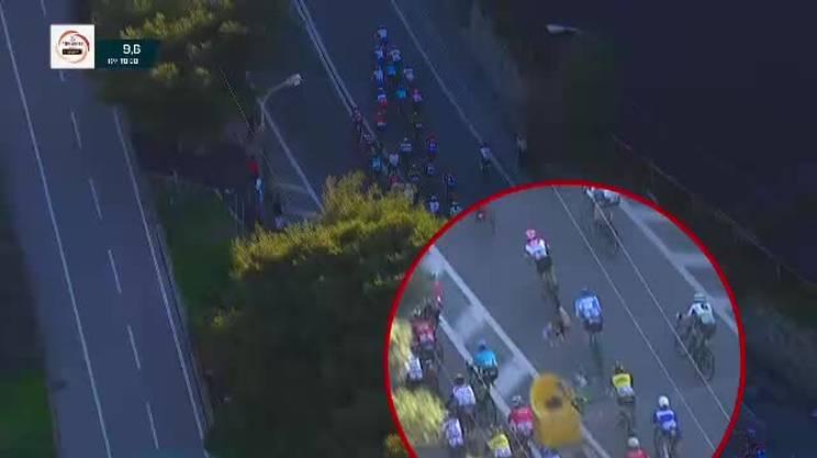 Tremenda caduta di Mark Cavendish durante la Milano - Sanremo