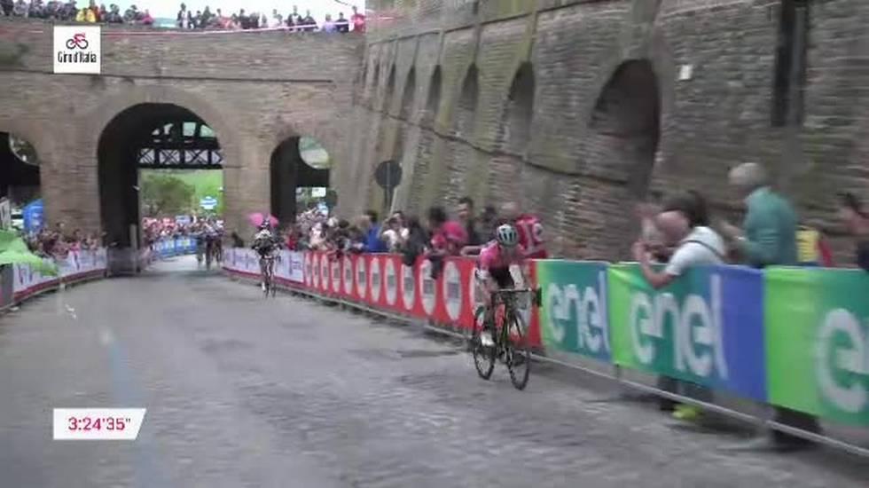 Giro d'Italia, la vittoria di Simon Yates nell'11a tappa (16.05.2018)