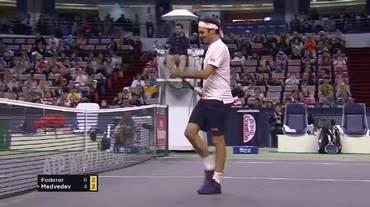 Masters 1000 di Shanghai, il grande punto di Medvedev contro Federer (10.10.2018)