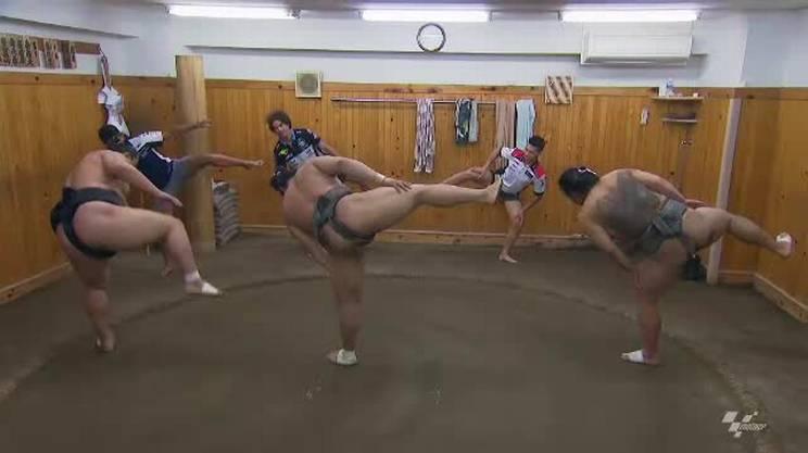 Tre piloti del Motomondiale si cimentano nel sumo