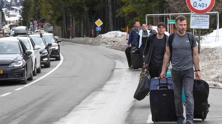 13 marzo 2020: migliaia di turisti lasciano le località sciistiche del Tirolo in tutta fretta per evitare l'isolamento