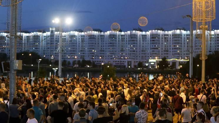 Migliaia di persone hanno manifestato a Minsk per contestare i risultati elettorali