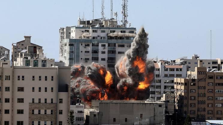 L'edificio che ospitava le redazioni giornalistiche di AP e al Jazeera è stato distrutto dagli attacchi israeliani