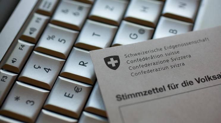 La Confederazione e vari cantoni vorrebbero generalizzare il voto elettronico nei prossimi anni