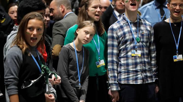 Greta Thunberg tra i giovani attivisti di FFF che assistono al vertice di Madrid sui cambiamenti climatici