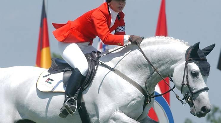 Haya nel 2002 a Lucerna. Figura di spicco nell'ambito delle competizioni ippiche