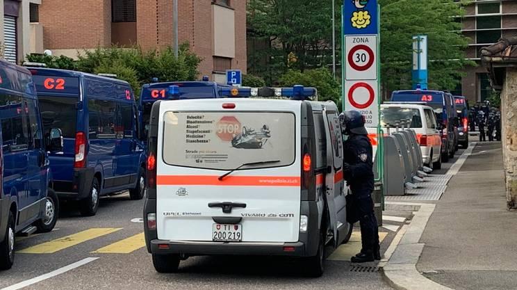 La polizia all'ex Istituto Vanoni