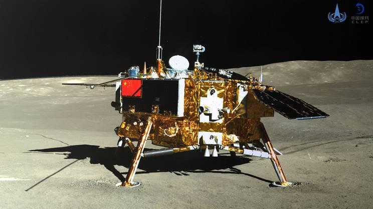 La sonda fotografata dal rover Yutu-2 il 12 gennaio