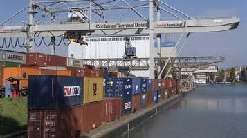 Frenano le esportazioni