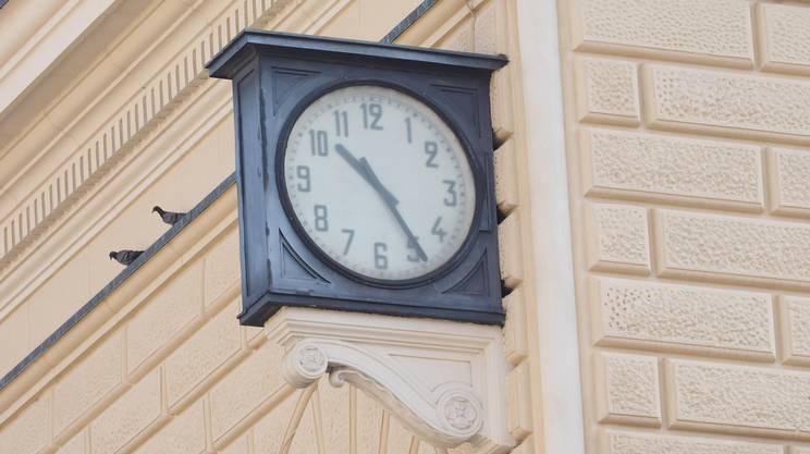 L'orologio della stazione di Bologna fermo dal 2 agosto 1980