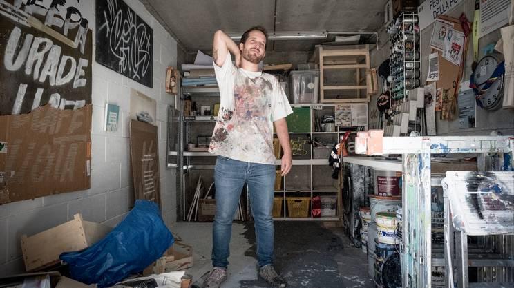 Mister Caos, al secolo Dario Pruonto, nel suo atelier