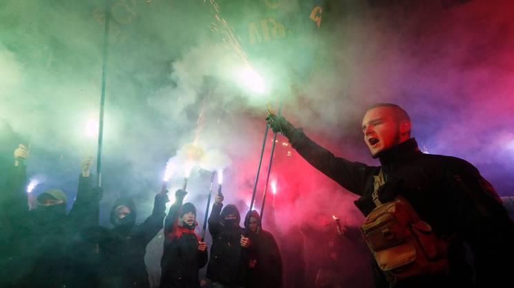 Nazionalisti ucraini protestano contro la Russia