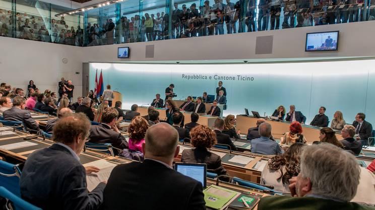Nuovo parlamento in carica rsi radiotelevisione svizzera for Streaming parlamento
