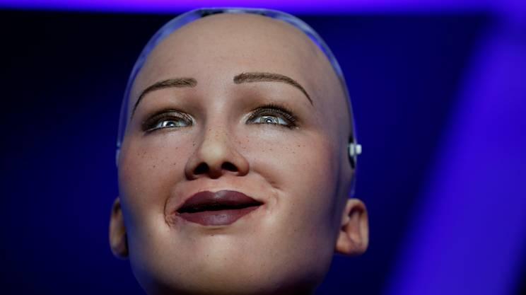 Sophia durante la visita a Malta per parlare di cittadinanza dei robot