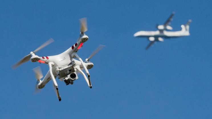 Londra, droni in volo: partenze sospese all'aeroporto di Heathrow