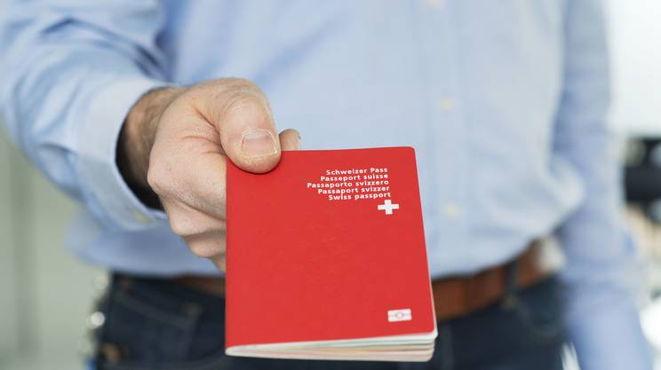 Un inasprimento delle disposizioni, a livello cantonale, legate al processo di naturalizzazione. È il tema su cui voteranno oggi i cittadini del canton Argovia