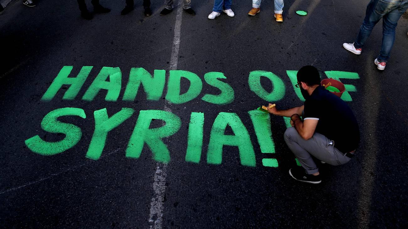 Una manifestazione contro i bombardamenti a Cipro