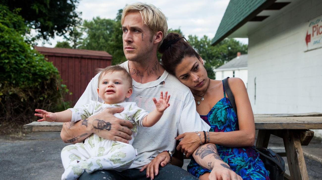 Ryan Gosling ed Eva Mendes in una scena del film (© 2012 Lucky Red)