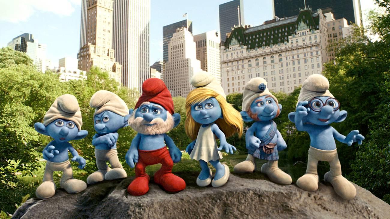 I simpatici ometti blu in una scena del film (© 2011 Warner Bros.)