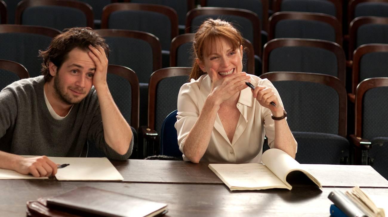 Michael Angarano e Julianne Moore in una scena del film (© 2014 Adler Entertainment)