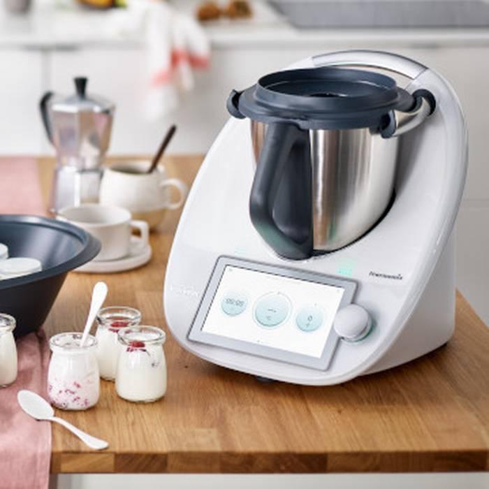 Cuoco robot in cucina