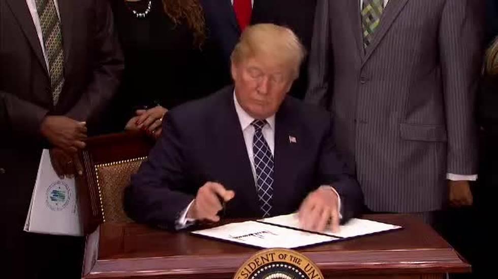Monta la bufera Trump