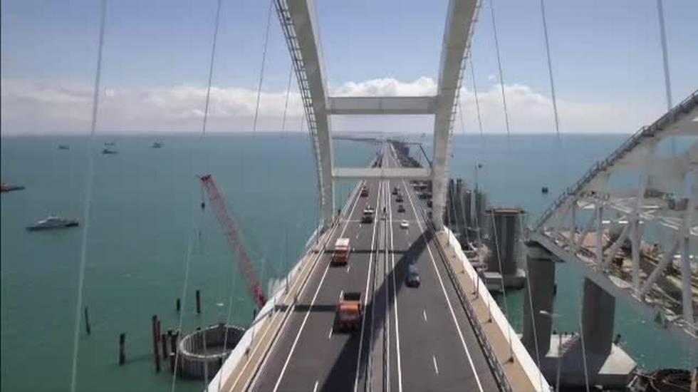 Crimea, aperto il ponte della discordia