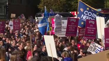 A migliaia contro la Brexit