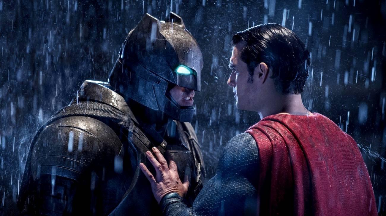 Ben Affleck e Henry Cavill nei panni dei due protagonisti del film (© 2016 Warner Bros.)