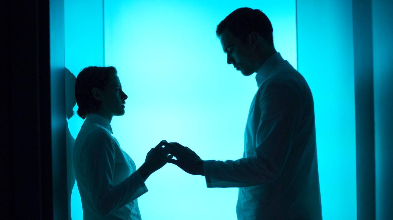 Kristen Stewart e Nicholas Hoult in una scena del film (© 2015 Adler Entertainment)