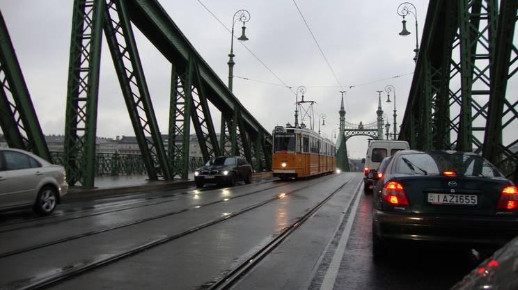Incolonnamenti sul Ponte della Libertà della capitale ungherese