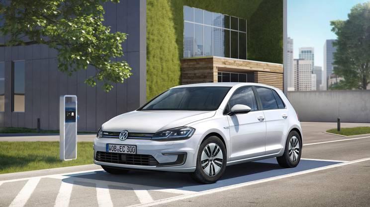 La VW Golf (qui in versione elettrica) da 41 anni è l'auto più venduta in Svizzera