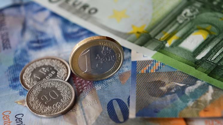 """Niente """"Giamaica"""", euro giù"""