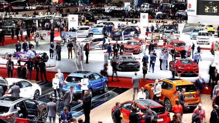 Le vendite di auto nuove scendonosotto le 300'000 unità per la prima volta dopo sette anni