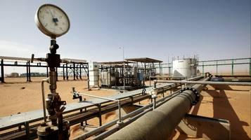 Più greggio da Libia e Nigeria