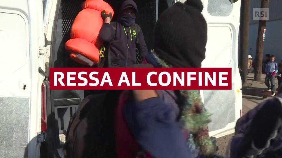 Rifugi pieni a Tijuana, dove migliaia di migranti attendono di passare il confine con gli Stati Uniti