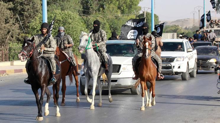 A cavallo, per evocare anche la potenza islamica dei secoli passati