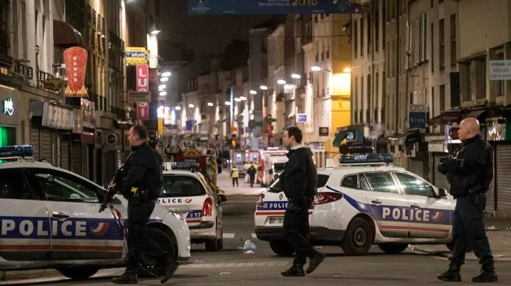 Agenti nel centro di Saint Denis