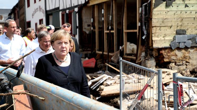 Angela Merkel nelle zone più colpite dalle inondazioni