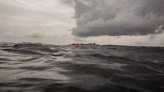 Barcone affonda nell'Egeo