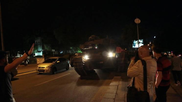 Carri armati nelle strade in Turchia