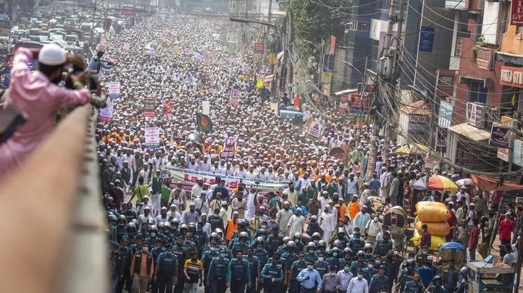 Circa 40'000 persone hanno sfilato a Dacca, in Bangladesh.
