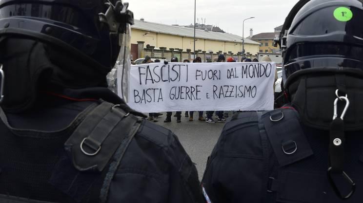 Contromanifestazione antifascista a Milano