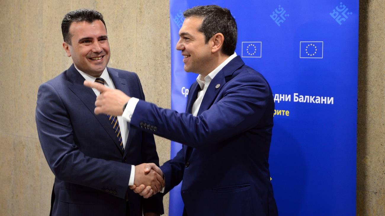 Cordialità tra Zaev e Tsipras
