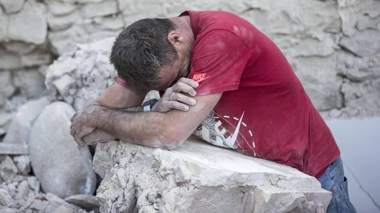 Disperazione tra le rovine di Amatrice