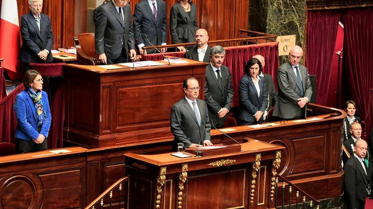 Hollande di fronte al Parlamento riunito a Versailles