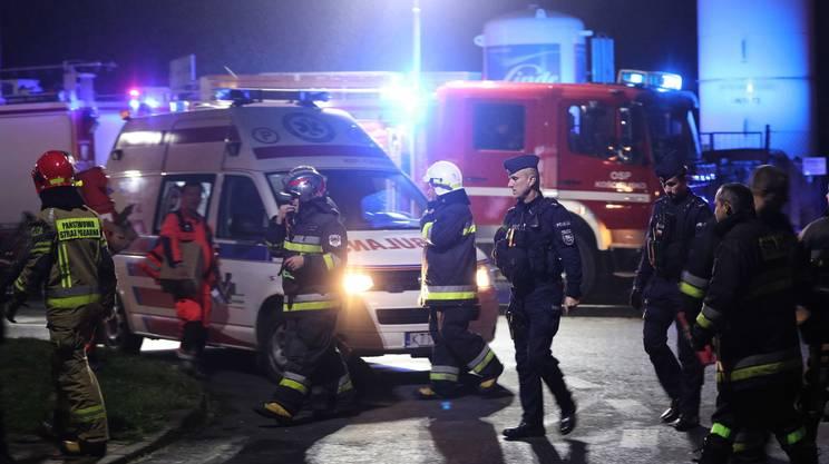 I vigili del fuoco polacchi impegnati nelle operazione di salvataggio