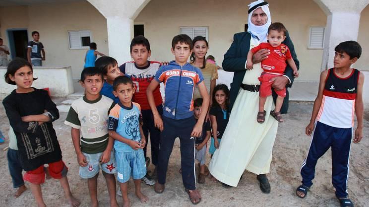 Il beduino Shahadeh Abu Arar con alcuni dei suoi 67 figli nel 2007: le famiglie numerose sono sempre più rare