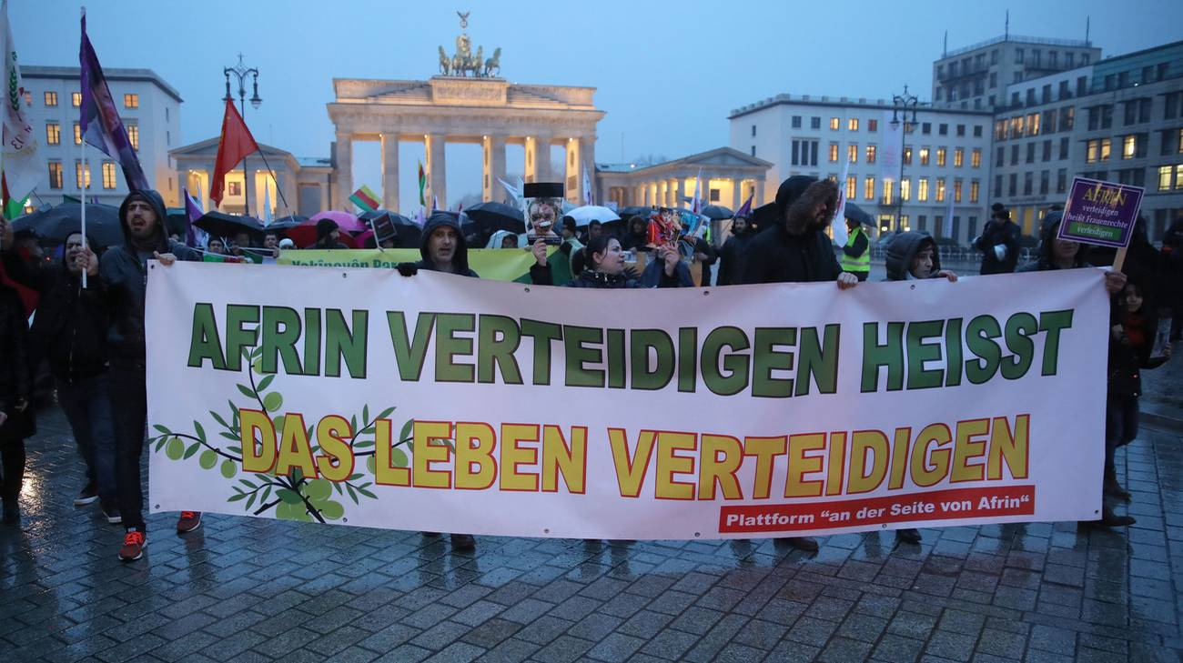 Il dramma di Afrin scuote anche l'Europa, qui lunedì a Berlino